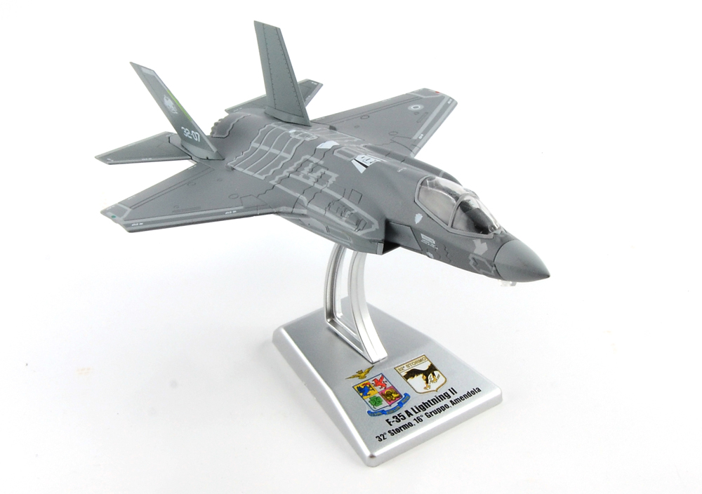 Italeri 1:100 Air Aereo da combattimento A-10A THUNDERBOLT II CONNECTICUT USA